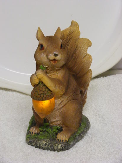garden ornament-squirrel _1_.jpg