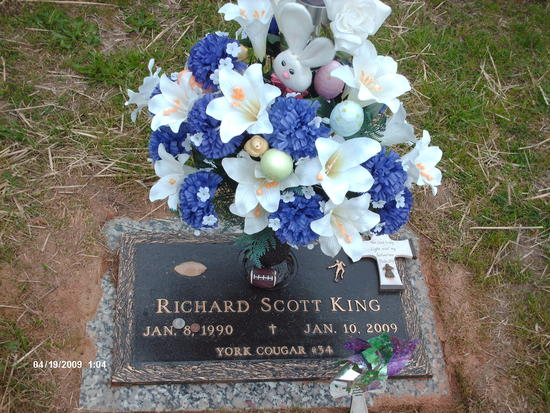 Richard's Grave Easter 09