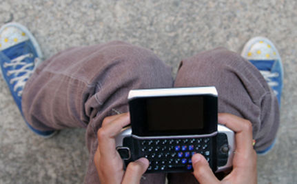 Sex And Drugs More Common In Hyper-Texting Teens