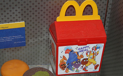 California Mom Sues McDonalds Over Happy Meals (VIDEO)