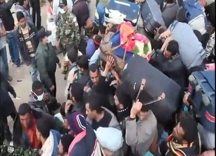 Refugee Crisis Escalates Along Libyan-Tunisian Border; Airlifts Begin [VIDEO]
