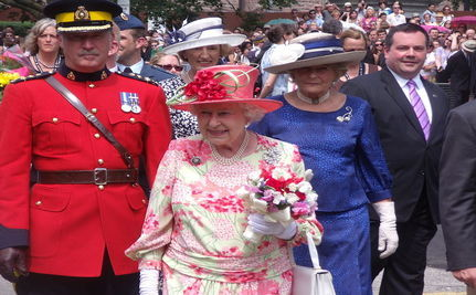 Bomb Found in Ireland Hours Before Queen Elizabeth's Arrival
