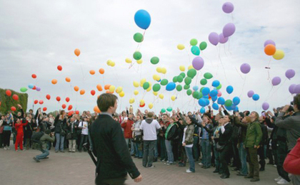 Gay Protesters Attacked and Detained in Russia