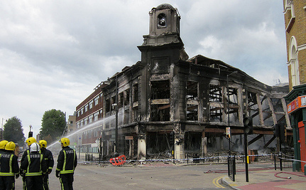 London Riots Spread to More Cities on 3rd Day