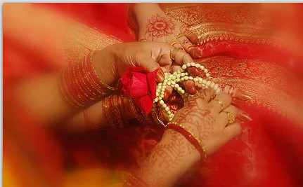 Bangladeshi Woman Divorces Husband on Wedding Day in Protest