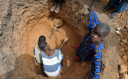 6-Year-Old Children Mining Gold in Mali (Video)