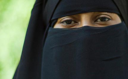 Canada Bans Niqab and Burka at Citizenship Oath