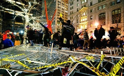 Hundreds Of Occupy Wall Street Protesters Reclaim Zuccotti Park