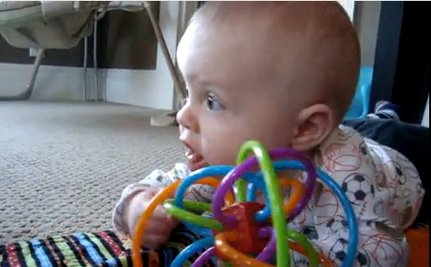 Dog Teaches Baby to Chew (VIDEO)