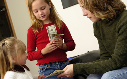 What Moms Should Teach Their Daughters About Money