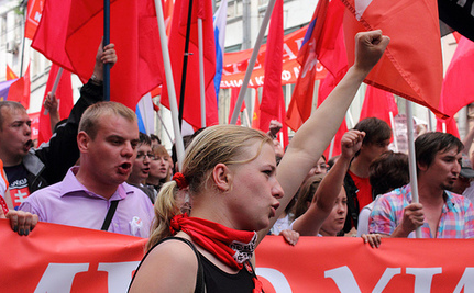 Russians March in Thousands Against Putin
