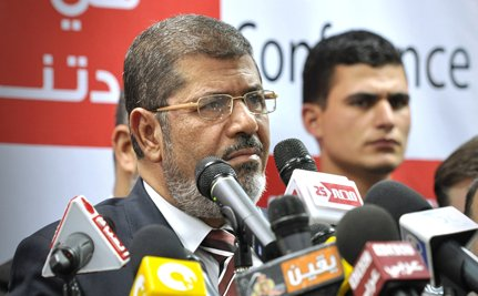 Mohamed Morsi Sworn in as Egypt's President Under Generals' Eyes (Video)