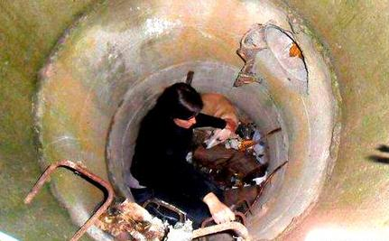Brave Woman Descends Sewer for Trapped Homeless Dog