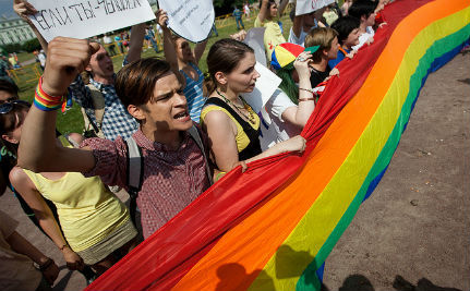 U.S. Conservatives: Russia's Gay Ban is Good for the 'Natural Family'