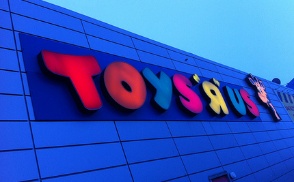 Toys R Us Commercial Sends Dangerous Message to Kids