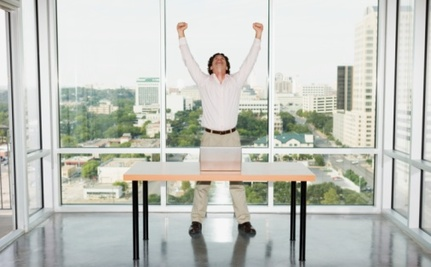 5 Reasons You Should Work Standing Up (And How To Start)