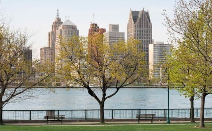 Detroit Shuts Off Water to Thousands of Broke Residents