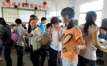 """China's """"Left-Behind Girls"""" Learn Self-Protection"""