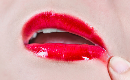 Why Women Are Intentionally Smearing Their Lipstick This January ...