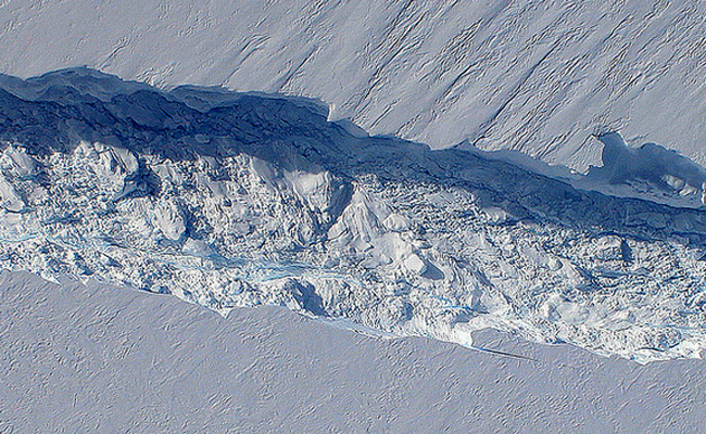 Antarctic station moved to escape breaking ice shelf