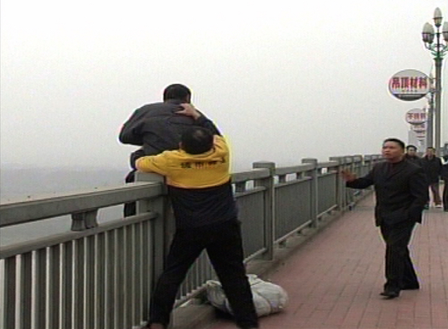Chen Si grabs man attempting to jump.