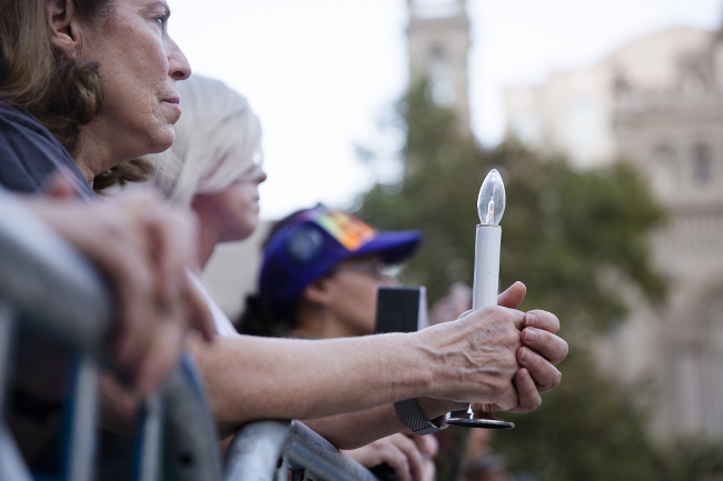 People at a vigil commemorating the victims of the Vegas shooting.