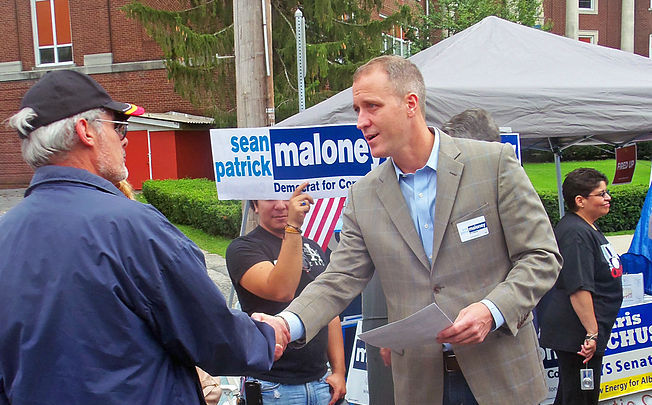 692px-Sean_Patrick_Maloney_talks_to_a_voter_in_Walden,_NY