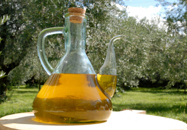 Olive Oil: Kitchen Cupboard Beauty Tips