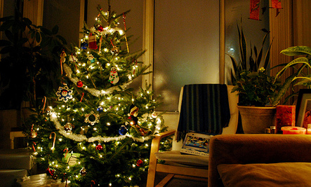 10 Easy Tips to Save Money This Christmas