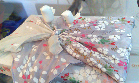 5 Eco Friendly Holiday Gift Wrap Ideas Care2 Healthy Living