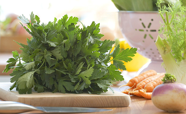 7 surprising parsley health benefits and how to eat more of it