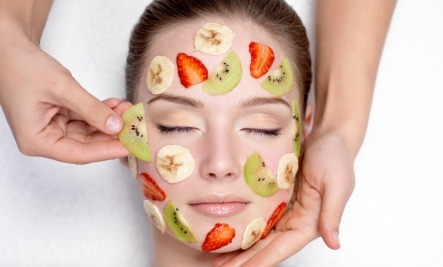 5 Fruits That Keep Skin Youthful
