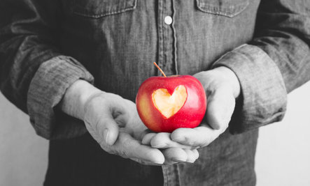 Apples as Effective as Drugs to Prevent Heart Attacks & Strokes
