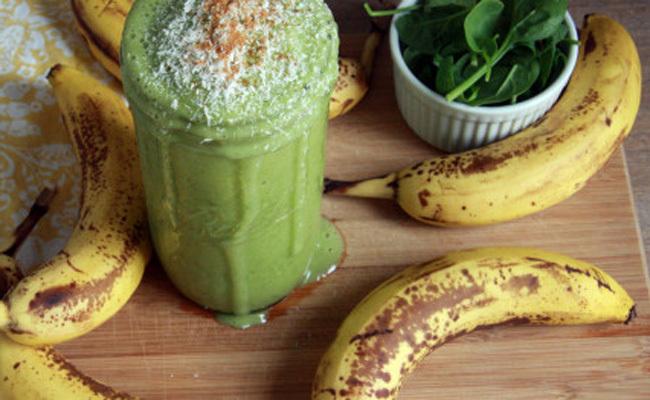 Simple & Delicious Banana Green Smoothie