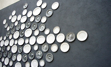 Above An outdoor wall ... & Accessories: Plates As Wall Decor | Care2 Healthy Living