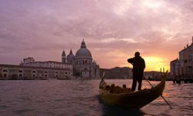 venice-gondola-sunset