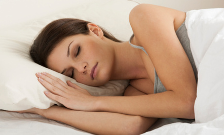 woman sleeping with one pillow