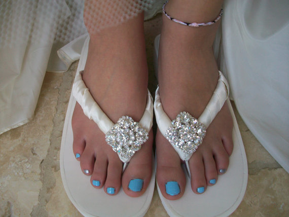 5 Unique Wedding Shoes for Your Big Day  - sandals - flip flopes - hot woman girls feet