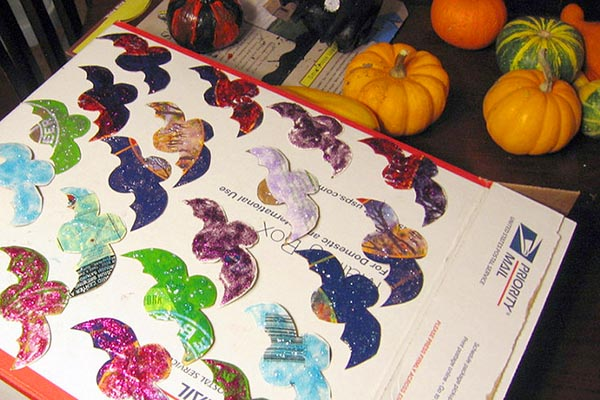 DIY Halloween Decor: Glitter Bats