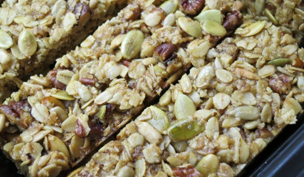healthy breakfast idea: homemade granola bars
