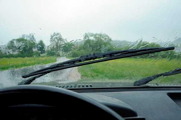 vinegar to clean windshield wipers