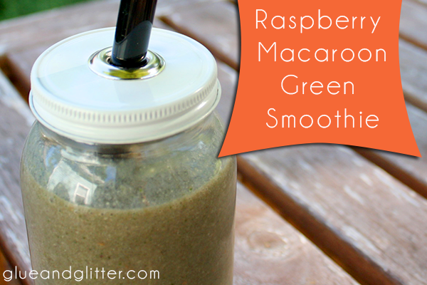Raspberry Macaroon Green Smoothie