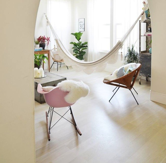 9 indoor hammocks that will make you want to nap | care2 healthy