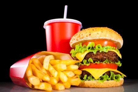 Resultado de imagem para junk food.