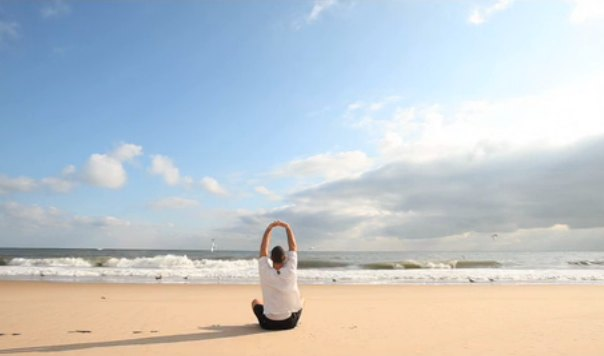Try This 15 Minute Yoga Video to Kickstart Your Morning