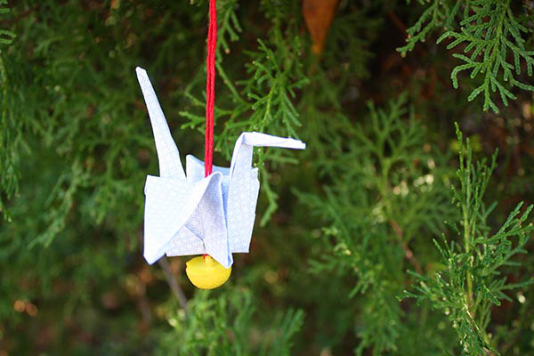 12 Christmas Ornaments Made from Junk Mail