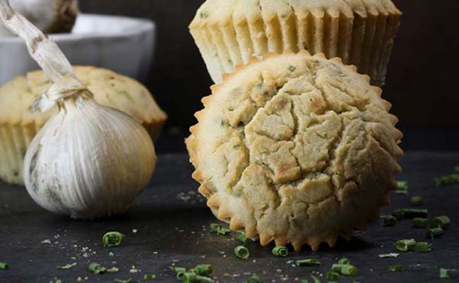 Garlic-Chive-Muffins-with-Aquafaba