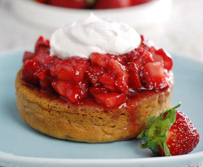 aquafaba-strawberry-shortcake