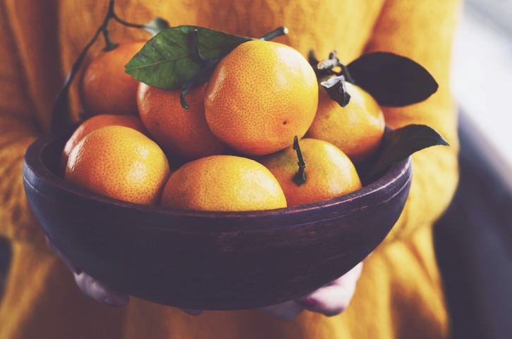 Mandarin oranges and tangerines are winter fruits that are packed with health benefits.