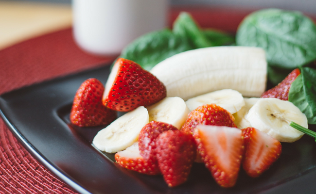 strawberries with bananas and spinach